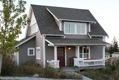 keep talking Federal Colonial:These houses are lovely! Quaint and Tidy ~ The 'Songbird' Home Plan: 3 bedrooms.lovely on the s. (Small Homes by Ross Chapin Architects) Custom Home Designs, Custom Homes, Cabins And Cottages, Small Cabins, Cute House, Exterior House Colors, Exterior Paint, Cottage Homes, Cottage Porch