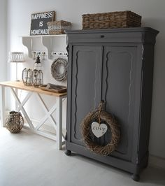 Romantic lifestyle Romantic lifestyle The post Romantic lifestyle appeared first on Schrank ideen. Armoire Makeover, Furniture Makeover, Grey Furniture, Paint Furniture, Scandinavian Style Home, Devine Design, Amazing Decor, Furniture Restoration, Best Interior Design