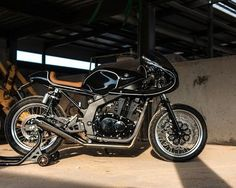 Suzuki Cafe Racer by Moto 1 Suzuki Cafe Racer, Gs 500 Cafe Racer, Custom Cafe Racer, Cafe Racer Build, Cafe Racers, Triumph Scrambler, Cafe Racer Motorcycle, Classic Motorcycle, Motorcycle Design