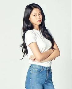 South Korean Girls, Korean Girl Groups, Kim Seol Hyun, Seolhyun, Fnc Entertainment, Nice Tops, Singer, Actresses, Long Hair Styles