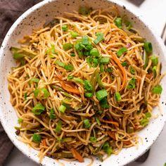 Indian Chow Mein Recipe, Vegetarian Chow Mein Recipe, Veggie Chow Mein, Vegetarian Snacks, Chow Mein Sauce Recipe, Veg Noodles Recipe, Veg Burgers Recipe, Veg Recipes, Recipes