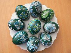 Kraslice - Iveta Hlaváčková - Webové albumy programu Picasa Eastern Eggs, Easter Egg Pattern, Egg Art, Egg Decorating, Line Design, Easy Projects, Easter Crafts, Rock Art, Painted Rocks