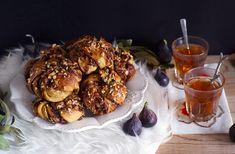 Švédské rolky s nutelou vegan Bread Bar, Hamburger, Brownies, Baking, Breakfast, Ethnic Recipes, Sweet, Food, Cake Brownies
