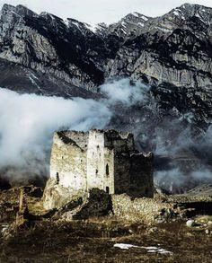 Башня-фрегат в с. Ханаз, Осетия Castles, Mount Everest, Weird, Mountains, Nature, Travel, Naturaleza, Viajes, Chateaus