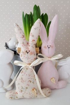 Sweet Easter Bunny couple in the trendy country house style! You can hang them very nicely on a large Easter bouquet or simply decorate them in the Easter basket Fabric Crafts, Sewing Crafts, Sewing Projects, Bunny Crafts, Easter Crafts, Diy Ostern, Easter Bunny Decorations, Stuffed Toys Patterns, Fabric Dolls