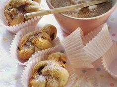 Zimtbrötchen auf Schwedische Art | Zeit: 30 Min. | http://eatsmarter.de/rezepte/zimtbroetchen-auf-schwedische-art