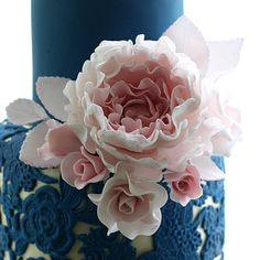 Navy and pink.#pink #weddingcake #wedding #navy #ediblelace #lace #navylace #cakestagram #peony #sugarpeony #pinkpeony #lesleamatsiscakes