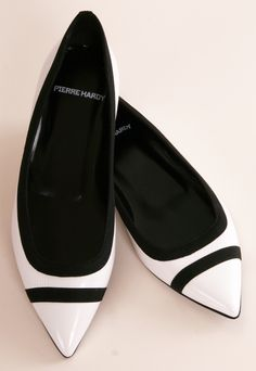 51 Summer Flat Shoes Trending This Summer - Women Shoes Trends Pierre Hardy, Pretty Shoes, Cute Shoes, Me Too Shoes, High Heel Boots, Shoe Boots, High Heels, Pumps Heels, Black And White Flats