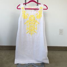 NWT Vineyard vines dress size 6 New with tags! Vineyard vines white and yellow dress size 6 Vineyard Vines Dresses