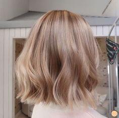 Cheveux Beiges, Cheveux Oranges, Medium Blonde Hair, Blonde Hair Looks, Short Blonde, Blonde Hair For Pale Skin, Blonde Short Hair, Rose Blonde Hair, Beige Hair