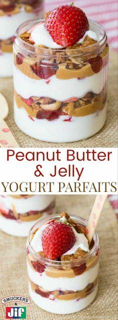 Peanut Butter and Jelly Yogurt Parfaits Erdnussbutter- und Joghurt-Parfaits - Schichten von griechischem Joghurt, Erdbeeren, Jif-Erdnussbuttercreme, Smucker Greek Yogurt Parfait, Fruit And Yogurt Parfait, Smoothie Recipes With Yogurt, Parfait Recipes, Greek Yogurt Recipes, Yogurt Breakfast, Healthy Breakfast Smoothies, Fruit Smoothies, Breakfast Ideas