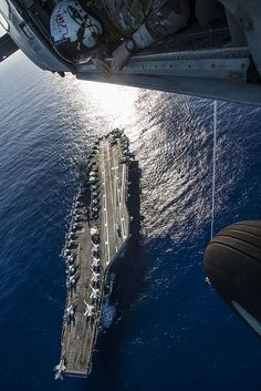 Sailors assigned to Explosive Ordnance Disposal Mobile Unit (EODMU) 5 conduct a special patrol insertion/extraction exercise aboard the aircraft carrier USS Ronald Reagan (CVN 76).