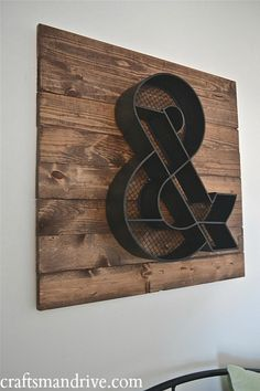 DIY Wood Pallet Wall Art. Easy to change out and Under $50.00