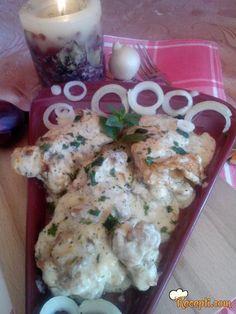 Recept za Piletinu u sosu od pavlake i krem supe od pečuraka. Za spremanje ovog jela neophodno je pripremiti batake, pavlaku, krem suspu, luk, peršun.