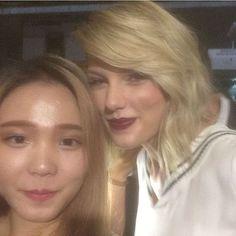 Taylor with a fan at #tommyxgigi last night