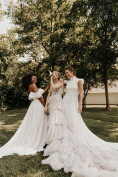 Modern + Romantic Wedding Inspiration in Minimal Ranch Home|a&bé bridal shop - Romantic weddings Classic Romantic Wedding, Romantic Wedding Makeup, Romantic Wedding Inspiration, Wedding Ideas, Top Wedding Dress Designers, Intimate Weddings, Bridal Style, Wedding Bells, Bridal Dresses