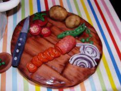 Schneidbrettchen-Torte mit Marzipandeko