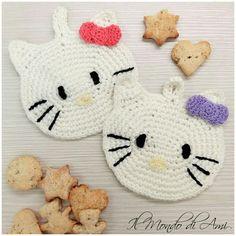 Le kitty-presine sono l'ideale in cucina 🐱 #hellokitty #presine #cucina #kitchen #crochet #uncinetto #handmade #fattoamano