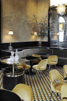 A la brasserie Le Flandrin, ubicada en una antigua estación de tren, Joseph Dirand le devolvió todo el esplendor de los años 30 mezclando el estilo minimalista con el art decó. AD España, © Adrien Dirand