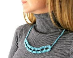 Fuente: https://www.etsy.com/listing/108400404/turquoise-chain-metal-and-fiber-necklace?ref=shop_home_active