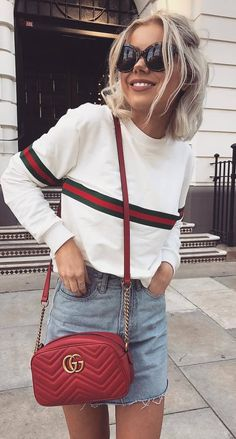 how+to+style+a+dneim+skirt+:+stripped+sweatshirt+++red+bag