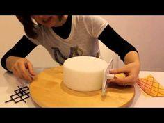 ▶ Tutoriels et Astuces pâte à sucre n° 8 : L'EFFET MATELASSE - YouTube