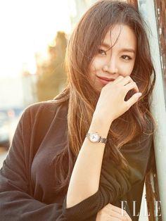Shin Hye Sun pour Elle Korea : chic dans les rues de L. Korean Actresses, Asian Actors, Korean Actors, Actors & Actresses, Korean People, Korean Women, Lee Jong Suk, Korean Celebrities, Celebs