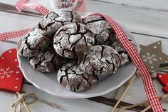 I crickle cookies al cioccolato fondente senza burro e senza uova sono deliziosi, croccanti fuori e morbidi dentro. Ecco la ricetta