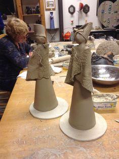 Best 10 Making of raku pottery Anemone Planter Pot by Federico Becchetti – SkillOfKing. Pottery Handbuilding, Raku Pottery, Pottery Sculpture, Slab Pottery, Pottery Art, Ceramic Figures, Clay Figures, Ceramic Art, Pottery Angels