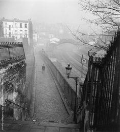 Willy Ronis - Petite Ceinture depuis la rue de Ménilmontant, Paris, 1950.