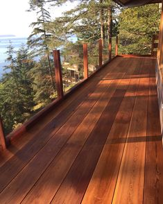 This deck project we worked on for Matt Vyner will always be a favorite. The stain of the wood ties so perfectly with the natural elements seen in view through the floating glass railing. It is what deck dreams are made of! ✨ Glass Railing, Deck Railings, Deck Stairs, Cedar Deck Stain, Cedar Walls, Cedar Wood, Deck Stain Colors, Diy Projects Plans, House With Porch