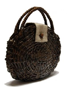 READ AND RECYCLE: BAGS AND PURSES OF RECYCLED NEWSPAPERS - bag-of-newspapers