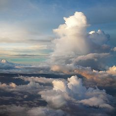 No matter how many times I fly and even though I am afraid of heights. I still LOVE to watch the clouds from my airplane window. I am always amazed. Beautiful Sky, Beautiful World, Beautiful Places, All Nature, Amazing Nature, Photo Ciel, Fear Of Flying, Somewhere Over, Sky Aesthetic