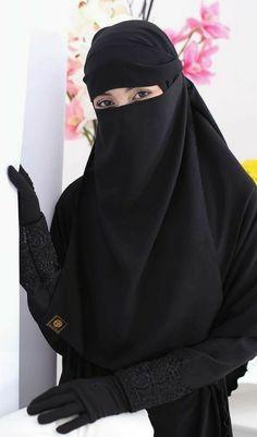 Look how beautiful women are when they were in niqab. Niqab Eyes, Hijab Niqab, Muslim Hijab, Mode Hijab, Arab Girls Hijab, Muslim Girls, Beautiful Muslim Women, Beautiful Hijab, Hijabi Girl