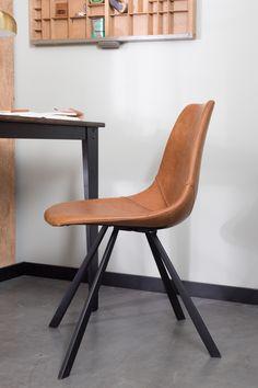 Elegant og enkel brun spisebordsstol fra Dutchbone. Franky spisebordsstolen er fremstillet i kunstlæder. http://unoliving.com/dutchbone-franky-spisebordsstol-brun
