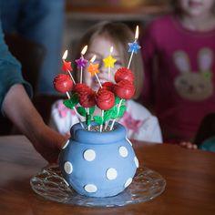 La torta hace estallar rosa en el florero de la torta |  flourarrangements.org