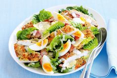 Crunchy, munchy schnitzel and creamy, crispy caesar salad, a dynamite duo joining forces to bring you summer deliciousness. Lunch Recipes, Salad Recipes, Cooking Recipes, Healthy Recipes, Healthy Fats, Schnitzel Recipes, Chicken Schnitzel, Galette Vegan, Low Carb Avocado