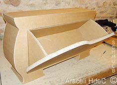Banc en carton avec rangement à chaussures par ouverture sur l'avant