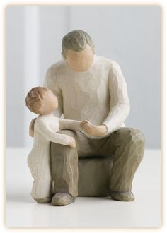 This Willow Tree Grandfather figurine by Susan Lordi from DEMDACO measures approximately 6 inches tall. It depicts the affection between a grandchild and grandparent and bridging generations with ageless love. Grandparents Day Gifts, Grandpa Gifts, Fathers Day Gifts, Grandfather Gifts, Grandparent Gifts, Willow Tree Familie, Willow Tree Engel, Willow Tree Figuren, Willow Figurines