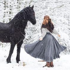 Rideskjørt Giveaway konkurranse på vår Facebook/Klesarven side! ⚔ trekning 8. Mars! #rideskjørt #ridingskirt #akademiskridning #akademiskridekunst #vikingstyle #vikingwoman #hest #horse #norskdesign #norskdesign #norskkulturarv #vadmel #ull #ullklær #ullskjørt #naturlighestehold #norsk #norge #friesian @matildebrandt #vikinghetter #vikinghood #skjoldehamnhood #skjoldehamn #norse #norsewoman
