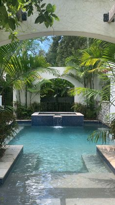 Private pool and lush landscapes Idea #poollandscapingideas #luxurypool #outdoorspaces