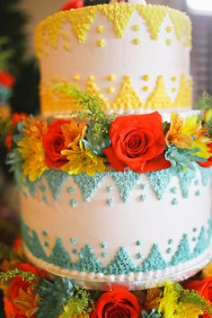 Bright wedding cake for a Mexican Fiesta wedding. Pretty Cakes, Beautiful Cakes, Amazing Cakes, Mexican Themed Weddings, Themed Wedding Cakes, Mexican Themed Cakes, Macaroons, Foto Pastel, Cookies Decorados