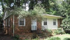 FOR RENT - 717 Crater Street, Charlotte NC 28205   3 Bed 1 Bath Close to Uptown. Hardwood floors. Dishwasher, Stove and washer/dryer hookups.$860/Mnth