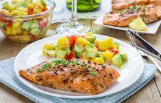 Una receta light con mucho sabor.  El salmón hace una deliciosa combinación con el sabor del mango y del limón.