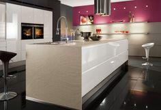 #Küche in Weiß #Designküche #Kücheninsel www.dyk360-kuechen.de