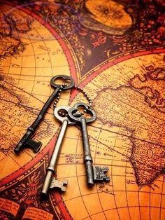 Old keys. (I like old keys and maps. Under Lock And Key, Key Lock, Antique Keys, Vintage Keys, Old Keys, Map Globe, Key To My Heart, Old World, Pirates