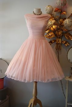 1950s dress at xtabay vintage clothing boutique portland for Magasins de robe de mariage portland oregon