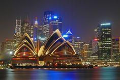 Sydney é uma cidade tão vibrante quanto sua icônica Opera House. Tem um pouco de tudo, desde montanhas até grandes shoppings, museus, praias e aquários marinhos.