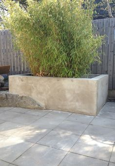 Would love to make one of these concrete planters. Concrete Retaining Walls, Diy Concrete Planters, Diy Planters, Love Garden, Garden Pool, Garden Beds, Small Backyard Pools, Fire Pit Backyard, Conservatory Garden