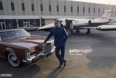 1969 - The singer James Brown poses at Los Angeles International Airport with his Lincoln Continental and a waiting Learjet James Brown, Michael Collins, Buzz Aldrin, Neil Armstrong, Lincoln Continental, Rhythm And Blues, Us Cars, Private Jet, The Godfather